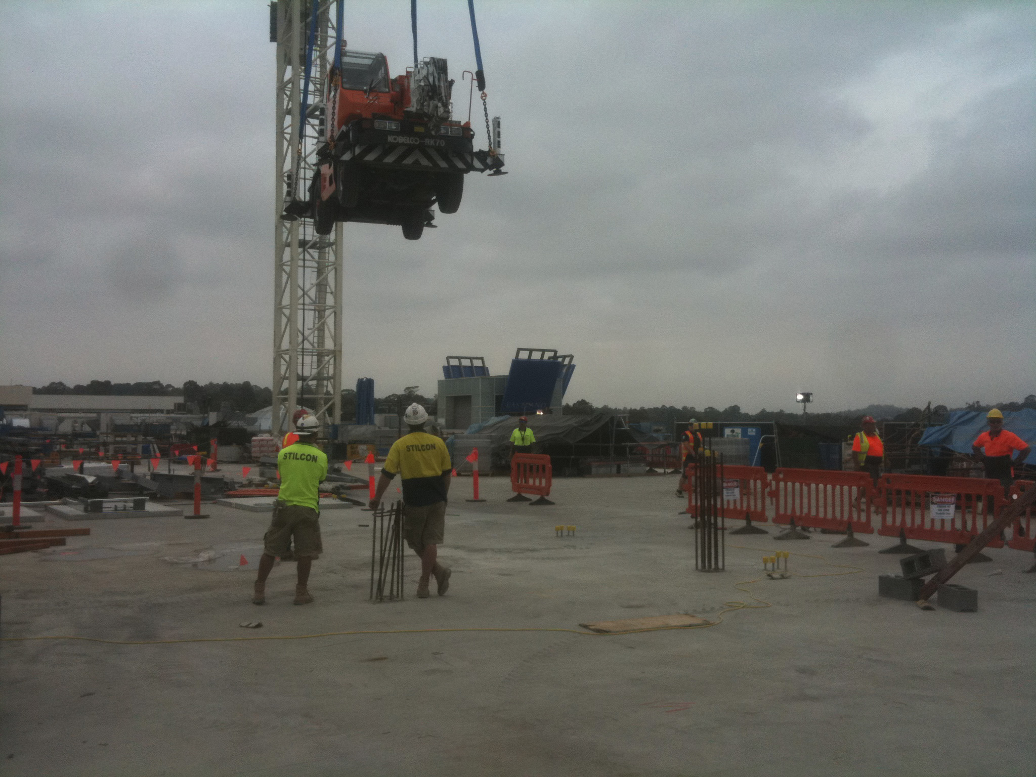 Lifting a Franna Crane - JFK Mobile crane hire and rigging Melbourne